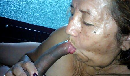 Je veux te faire jouir film porno pour lesbienne dans mon nouveau string rose JOI
