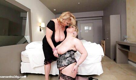 Hot babes Kristen Scott et Jasmine scene sexe lesbienne Summers font des ciseaux