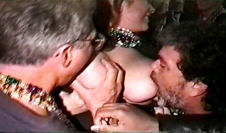 salope britannique baisée xlesbienne ... elle a une cloche sur sa chatte percée