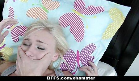 Deux lesbiennes film adulte lesbienne jouent avec des trous du cul