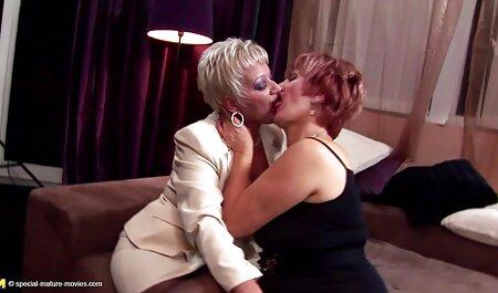 Alexa Grace et Giselle Palmer donnent un film x gratuit lesbienne footjob à une bite noire