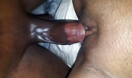 Angeliyz, une pute www xxx lesbien bien roulée servie par deux bites en trio