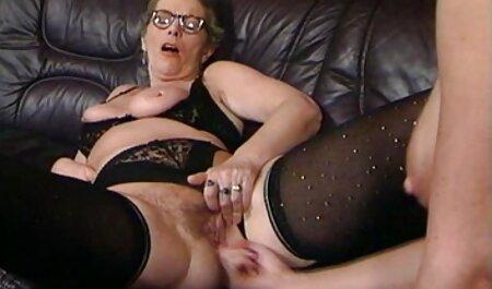 Petits seins tatoués parfaits massage des fesses du sex porno lisbienne cul