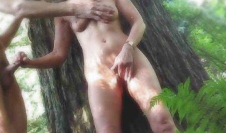 Jesse joue scene lesbienne gratuite en lingerie en satin