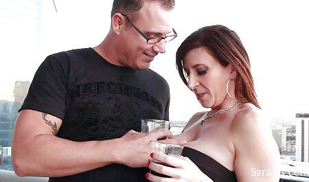 Bikini cul rond lesbienne pussylicked film porno pour lesbienne en trio