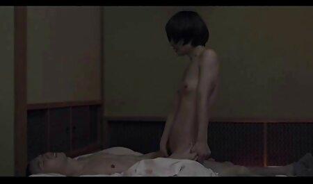 nicole et zoey s'embrassant et ayant des relations sexuelles film porno gouines