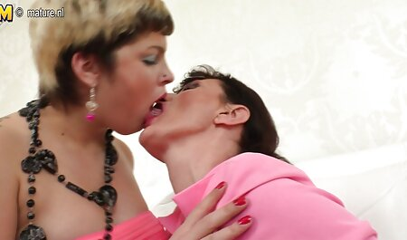 MILF lesbo lesbienne en streaming queening sa belle-fille latina