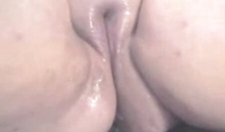 Sexy brunette chaude se masturbe film erotique lesbian
